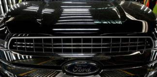 Ford to cut 450 jobs at Canada plant